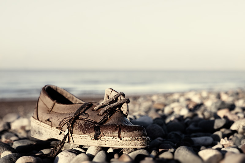 another lost shoe #2 / 3x2 + beachcombing + show the original