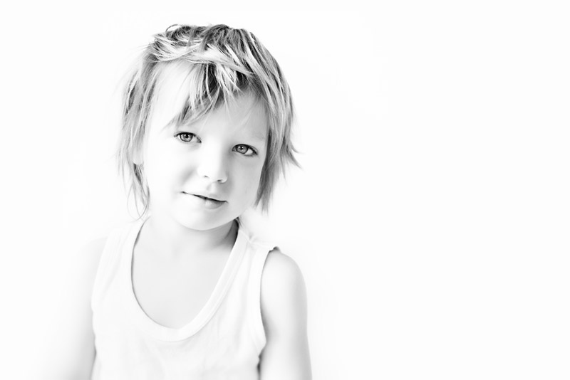 bed head / 3x2 + children [portraits] + show the original