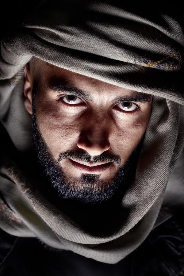 GPP 2015 #11 / 3x2 + travel [Dubai, UAE] + camera [Fujifilm X-T1] + people [portraiture] + no print + show the original