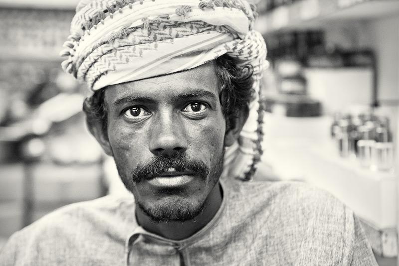 Muttrah Souq #5 / 3x2 + travel [Oman] + people [portraiture] + no print + show the original