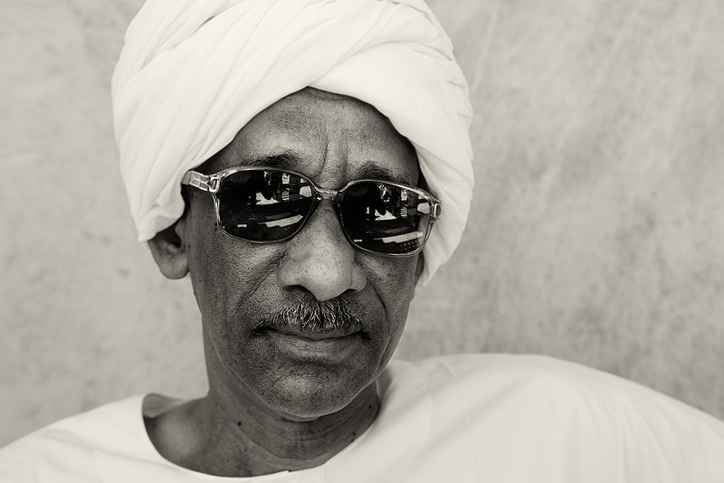 souk portrait #7 / travel [Dubai, UAE] + people [portraiture] + no print