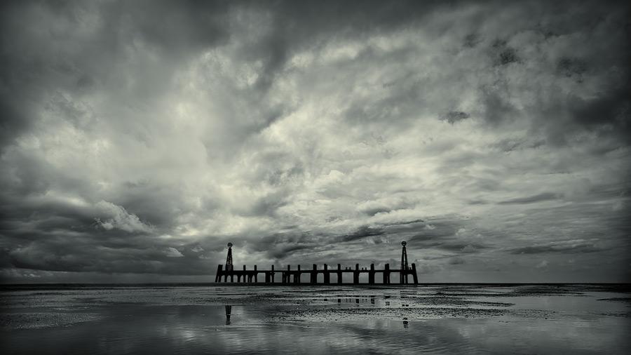 the beach sentinel / 16x9 + piers [St. Annes] + fylde coast [scenic] + show the original
