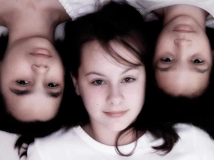 three sisters / 4x3 + children [portraits]