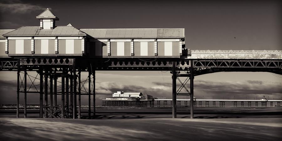 under central pier / 2x1 + fylde coast [scenic]