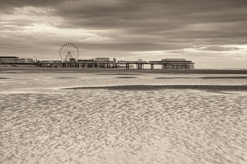 untitled #77 / 3x2 + piers [Central pier] + fylde coast [scenic]