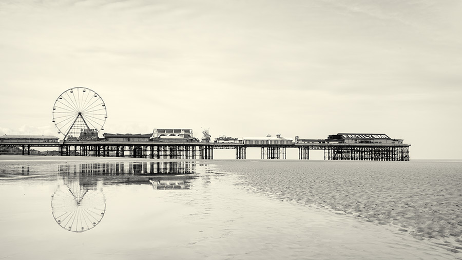 untitled #135 / 16x9 + piers [Central pier] + fylde coast [scenic] + show the original
