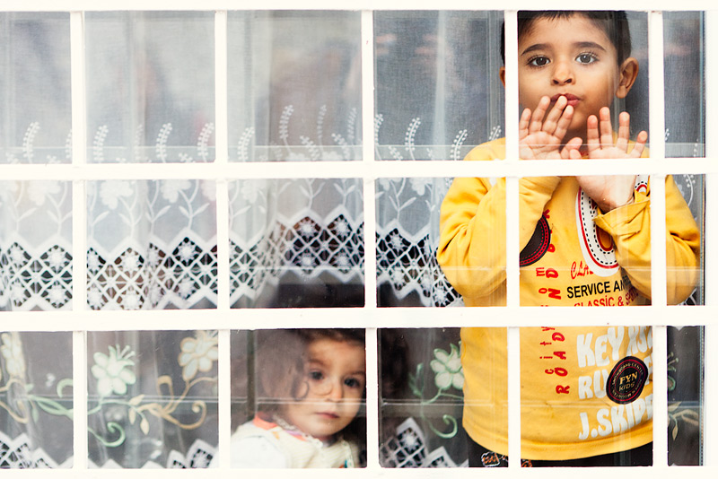 watching the world go by / 3x2 + travel [Istanbul, Turkey] + children [portraits] + no print + show the original