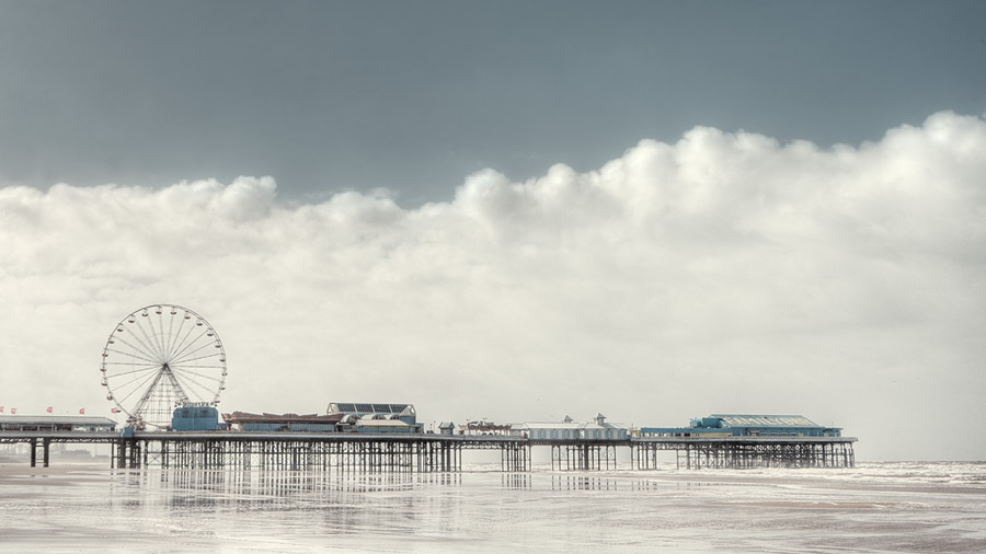 weather front / 16x9 + piers [Central pier] + fylde coast [scenic]
